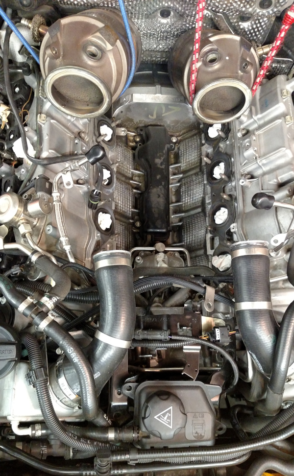engine_turbos_and_exhaust_manifolds_removed.jpg