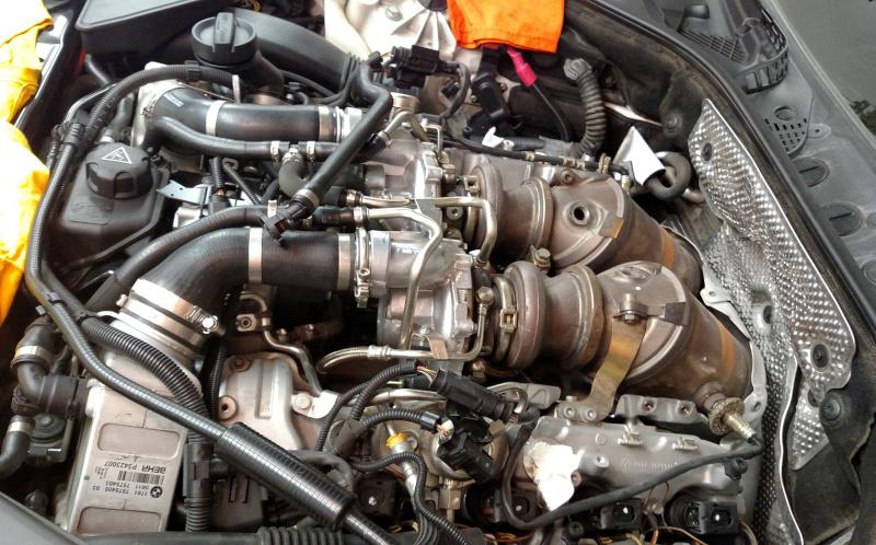 engine_w_stock_turbos.jpg