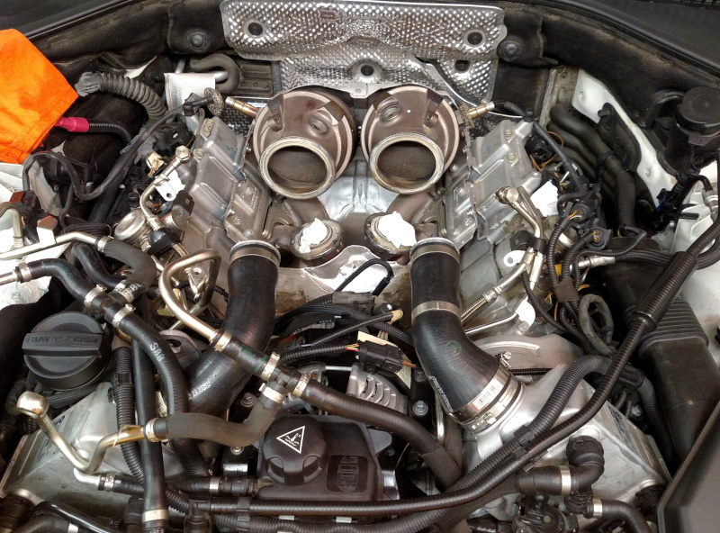 engine_with_turbos_removed.jpg