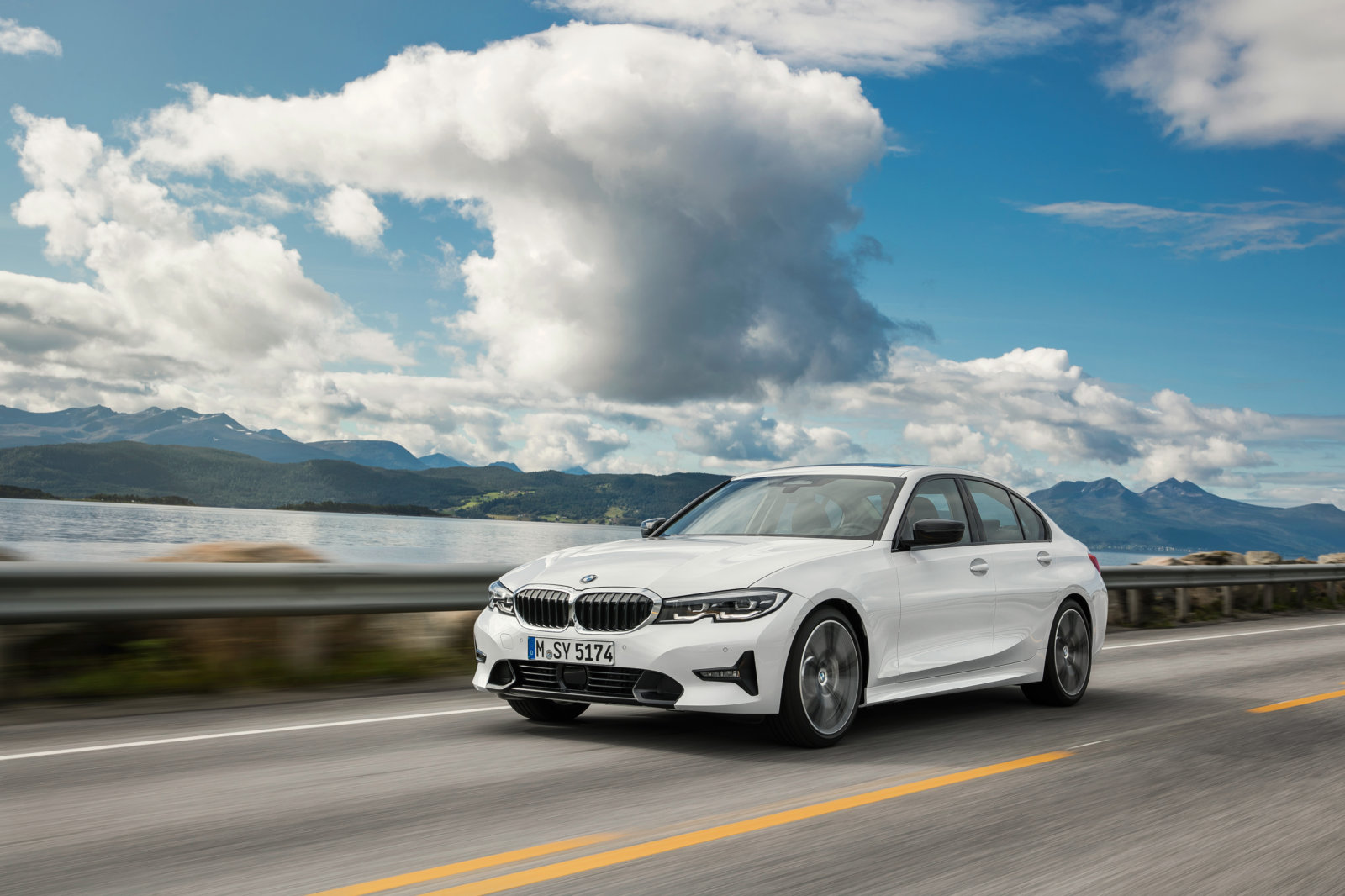 P90323702_highRes_the-all-new-bmw-3-se.jpg