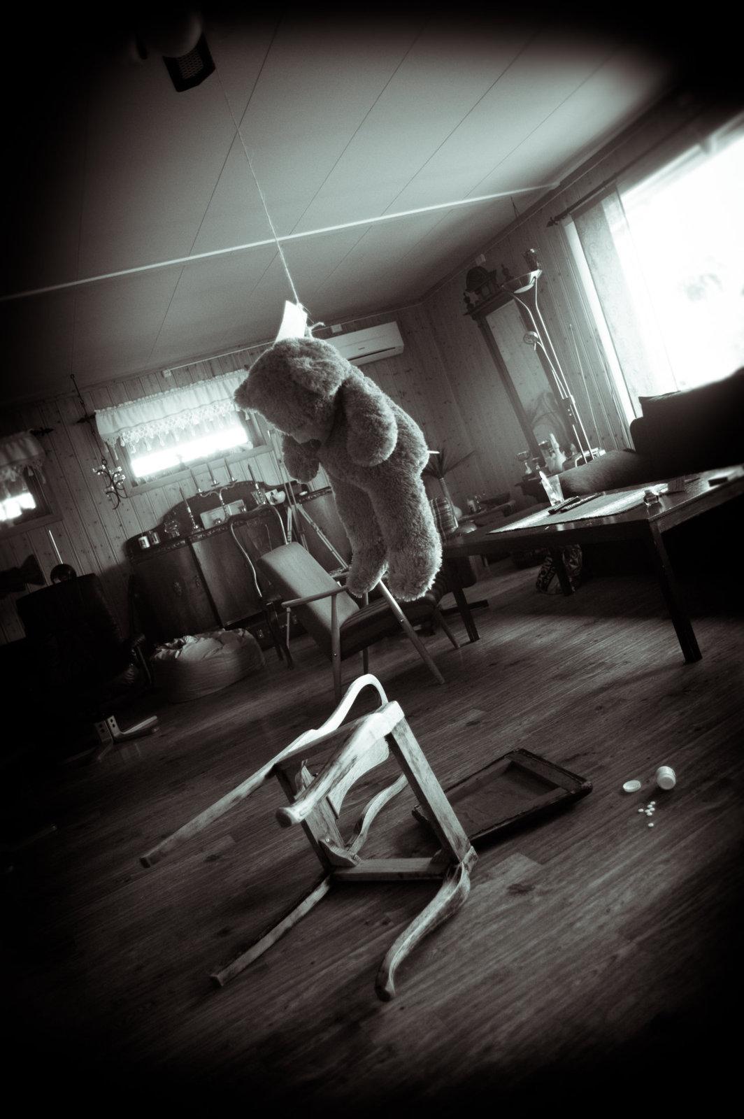 suicide_of_a_teddy_bear_by_karlpeder-d56vinq.jpg